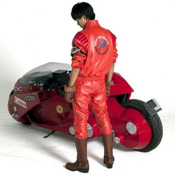 本格派ライダースーツでバイクと一緒に.jpg